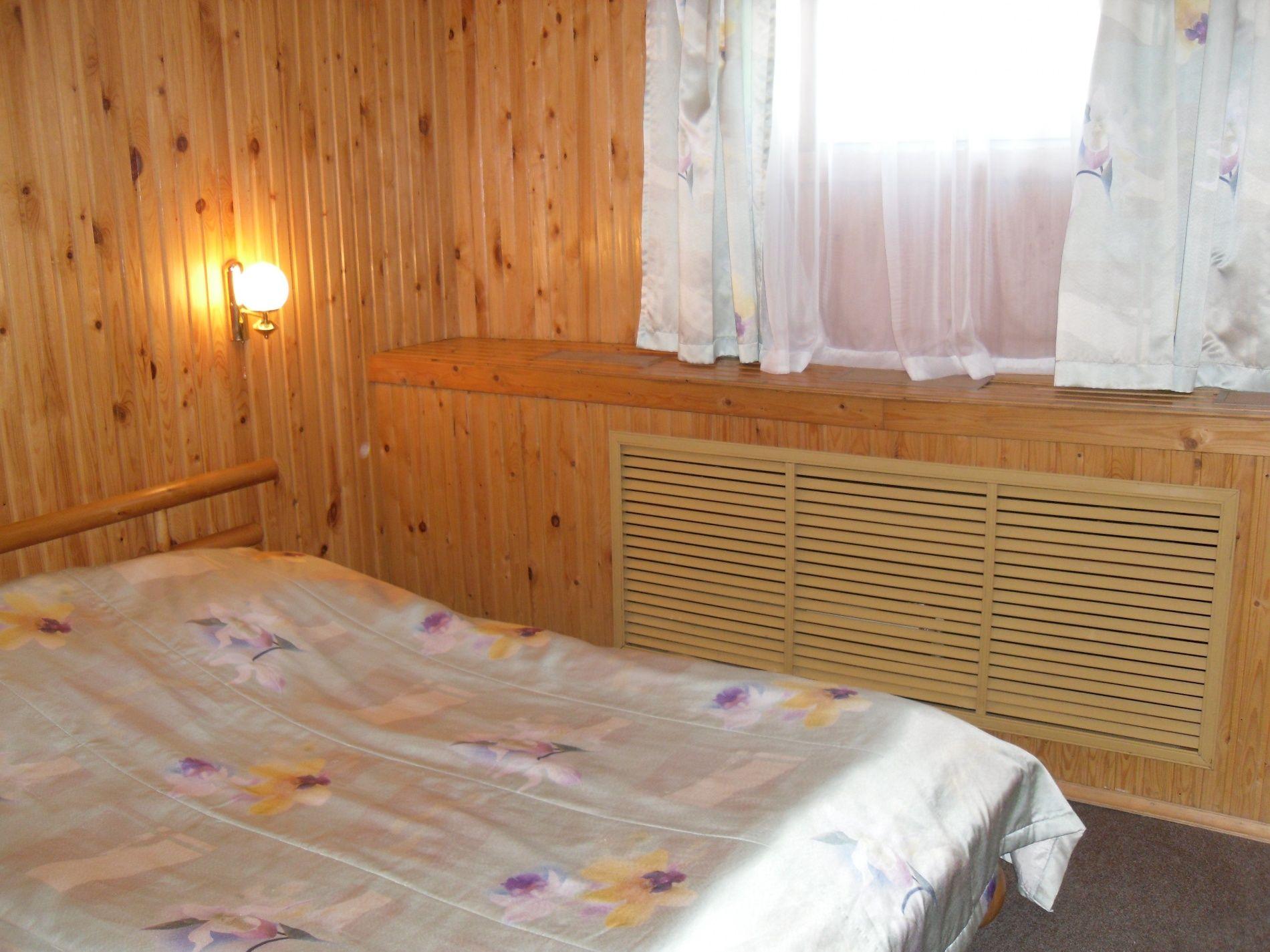 Туристический комплекс «Мирная Пристань» Ивановская область 2-комнатный номер 1 категории (№ 2, 5, 7), фото 1