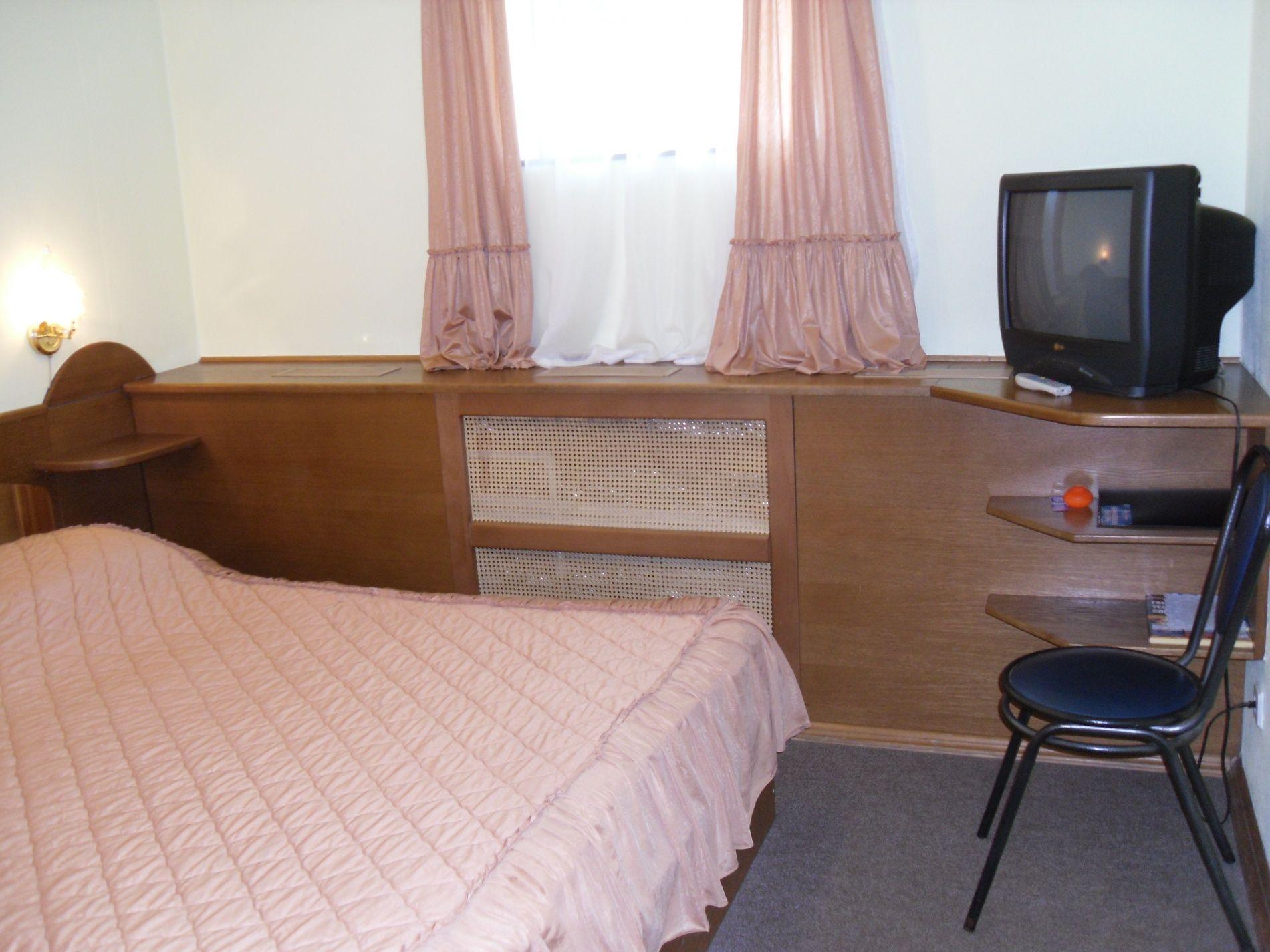 Туристический комплекс «Мирная Пристань» Ивановская область 2-комнатный номер 1 категории (№ 8, 9), фото 1