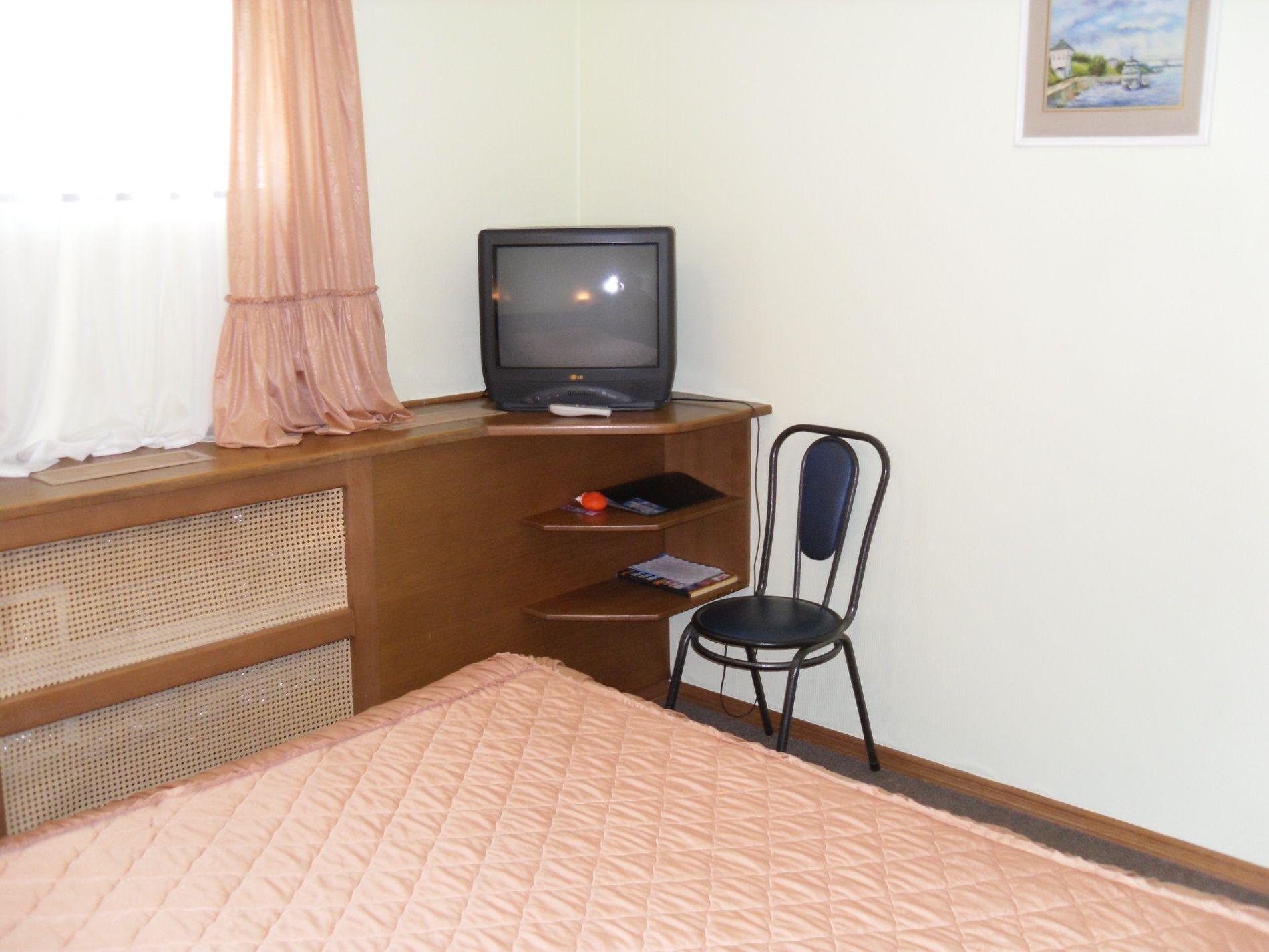 Туристический комплекс «Мирная Пристань» Ивановская область 2-комнатный номер 1 категории (№ 8, 9), фото 2