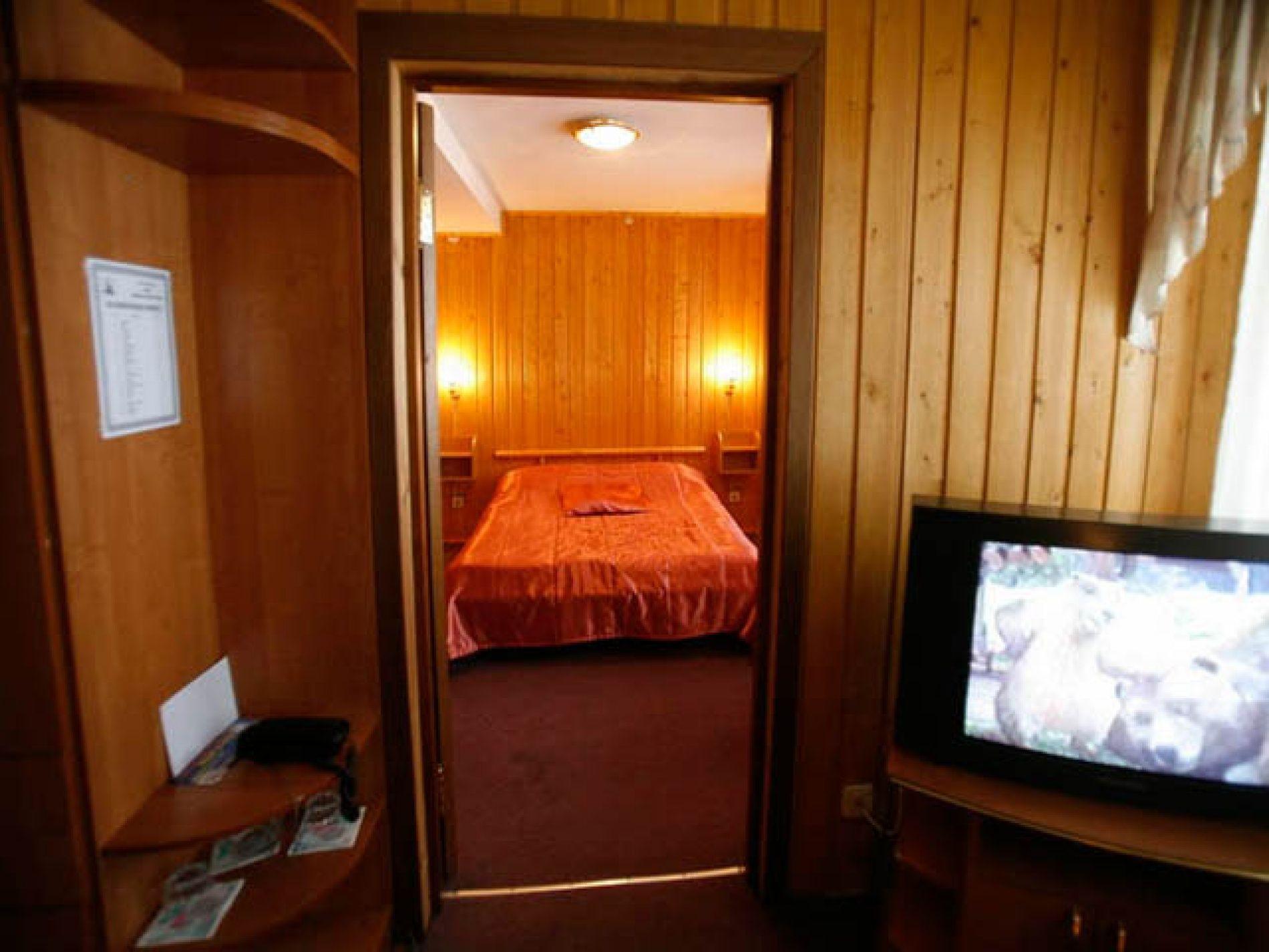 Туристический комплекс «Мирная Пристань» Ивановская область 2-комнатный номер 1 категории (№ 2, 5, 7), фото 3
