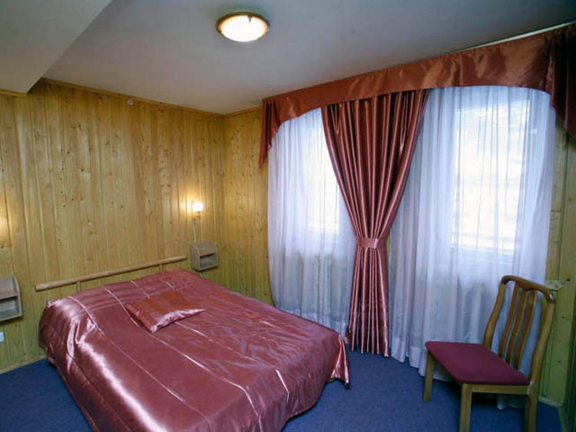 Туристический комплекс «Мирная Пристань» Ивановская область 2-комнатный номер 1 категории (№ 2, 5, 7), фото 2