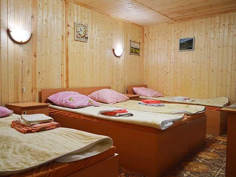 Турбаза «Комбат» Карачаево-Черкесская Республика Номер 4-местный в гостиничном срубе, фото 1