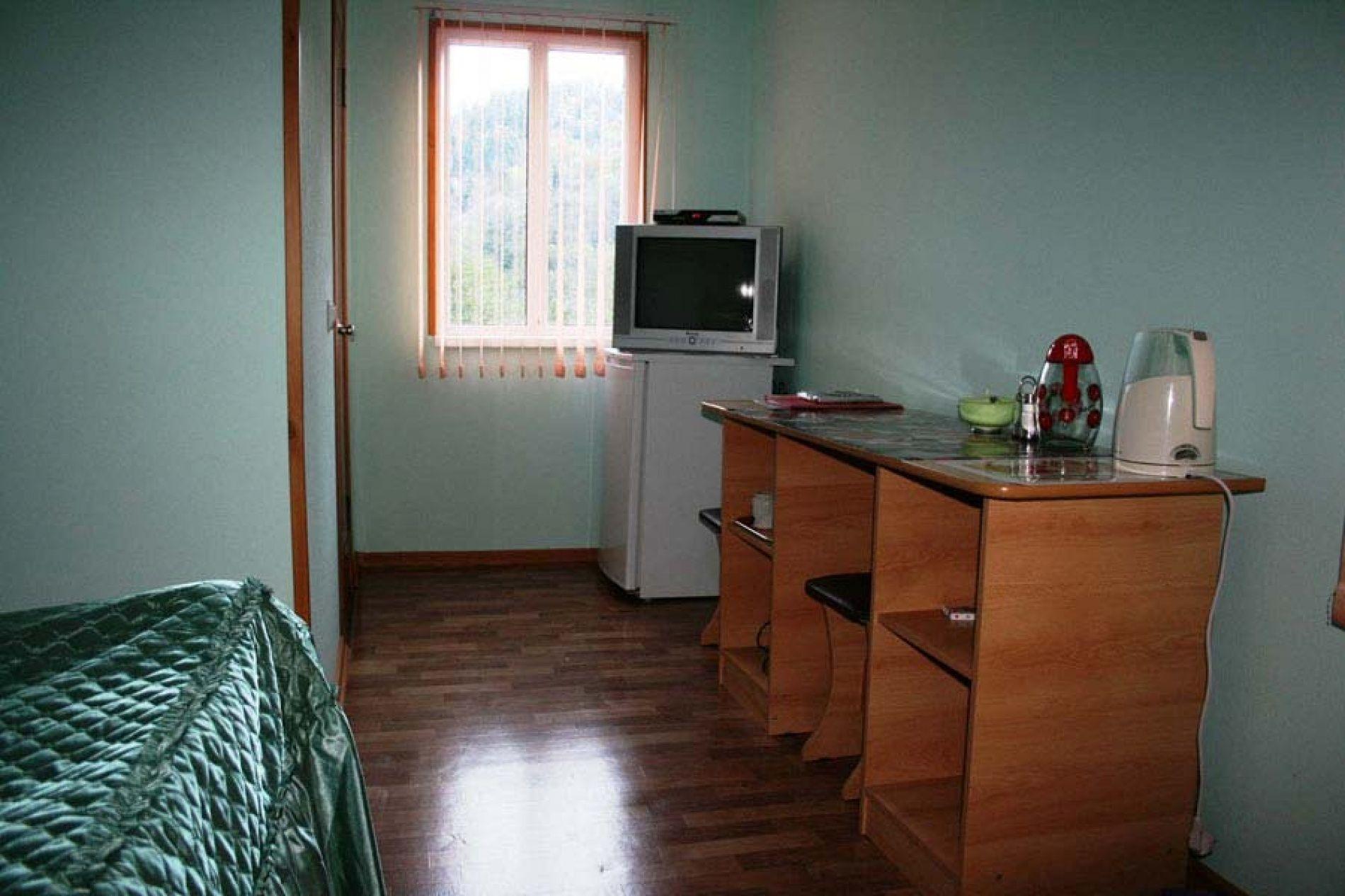 Турбаза «Комбат» Карачаево-Черкесская Республика Номер 2-местный в гостиничном коттедже, фото 3