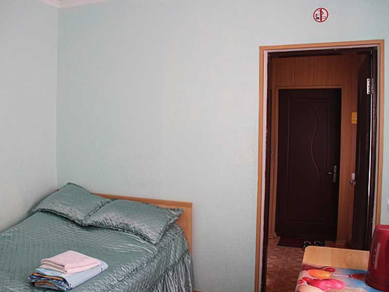 Турбаза «Комбат» Карачаево-Черкесская Республика Номер 2-местный в гостиничном коттедже, фото 2