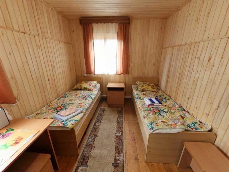 Турбаза «Комбат» Карачаево-Черкесская Республика Номер 2-местный в гостиничном срубе, фото 1