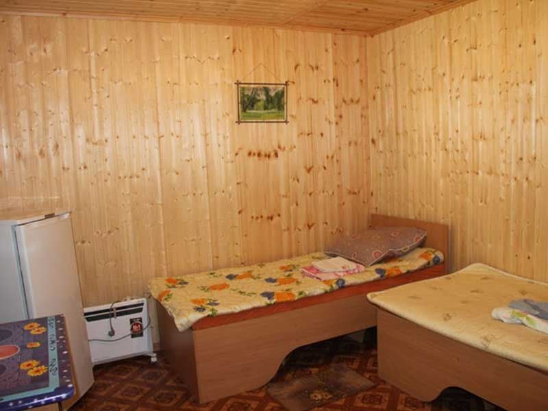 Турбаза «Комбат» Карачаево-Черкесская Республика Номер 2-местный в гостиничном срубе, фото 2