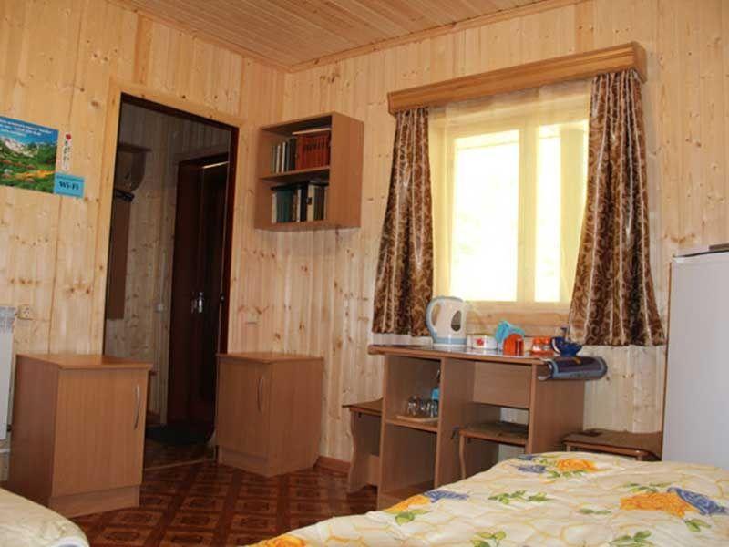 Турбаза «Комбат» Карачаево-Черкесская Республика Номер 2-местный в гостиничном срубе, фото 4