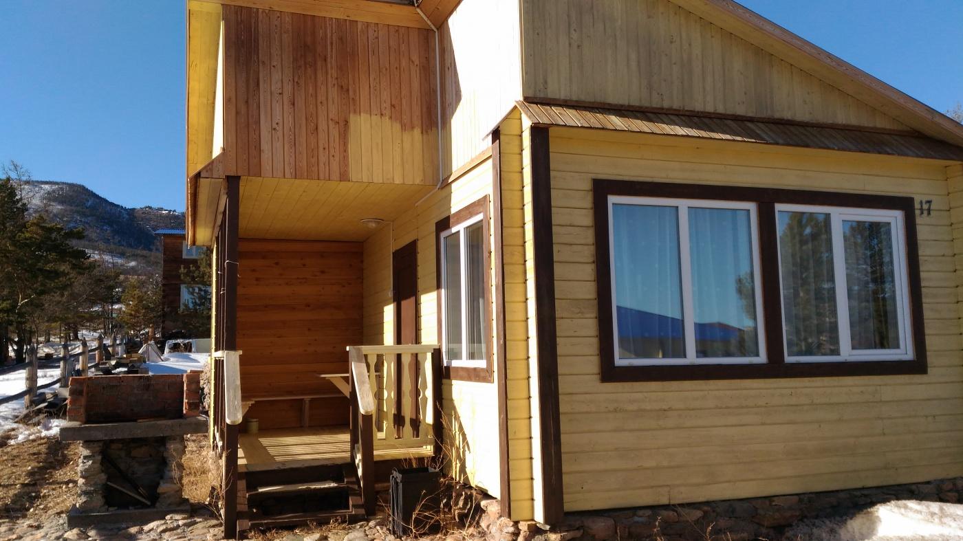 База отдыха «Уюга» Иркутская область Дом «Бунгало Солнечный» с верандой и кухней, фото 1