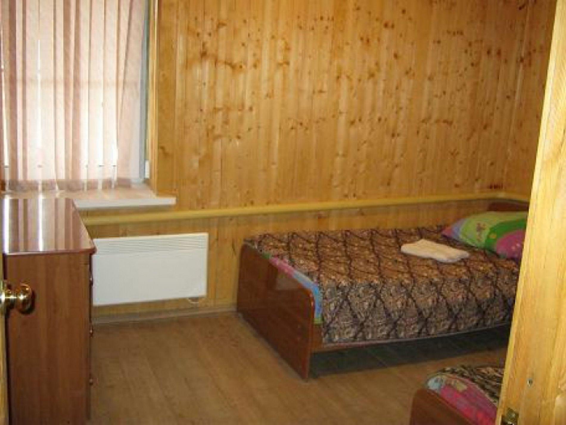 """База отдыха """"Клёвый берег"""" Астраханская область 3-комнатный 5-местный номер стандарт, фото 1"""