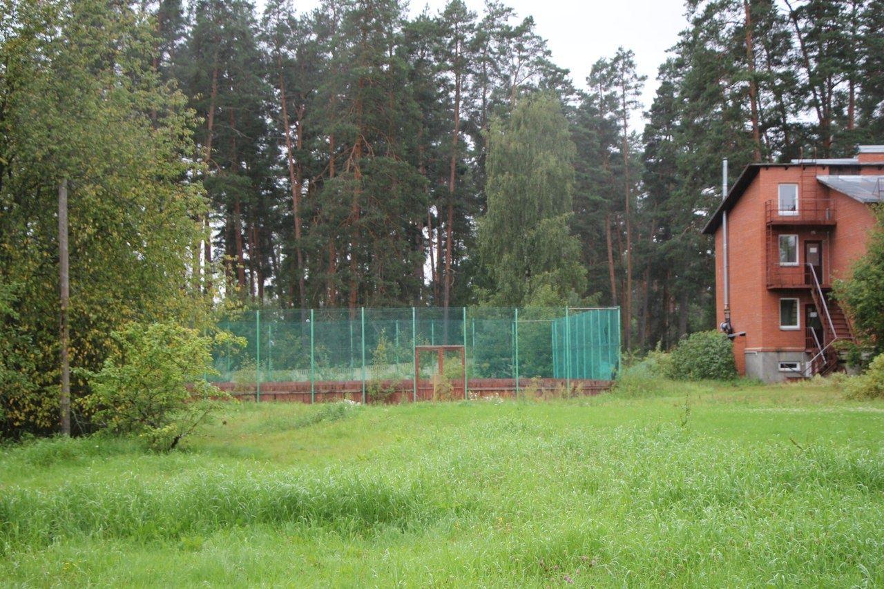 Центр отдыха аврора находится в 115 км от санкт-петербурга в лужском районе ленинградской области в сосновом лесу на