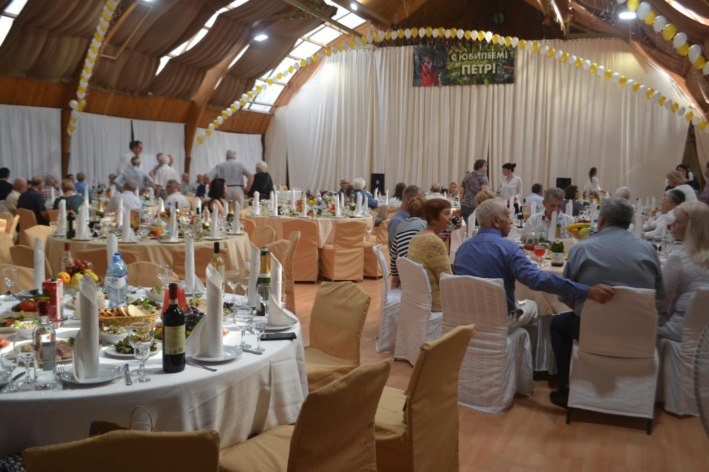 Дом отдыха «Экотель Снегирек» Московская область Большой зал ресторана, фото 4