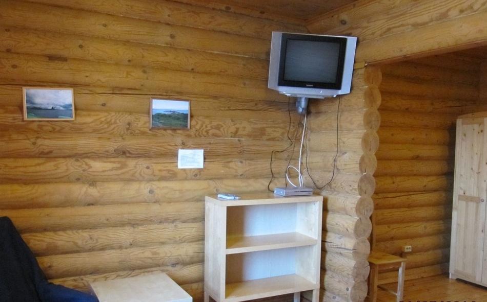База отдыха «Лесное озеро» Республика Карелия Номер 2-местный (с телевизором) в Гостевом доме, фото 2