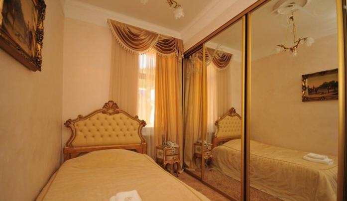 Гостиница Домбай Palace Карачаево-Черкесская Республика 3-х местный 2-х комнатный номер, фото 1