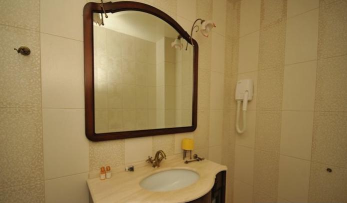 Гостиница Домбай Palace Карачаево-Черкесская Республика 4-х местный 2-х комнатный номер, фото 5