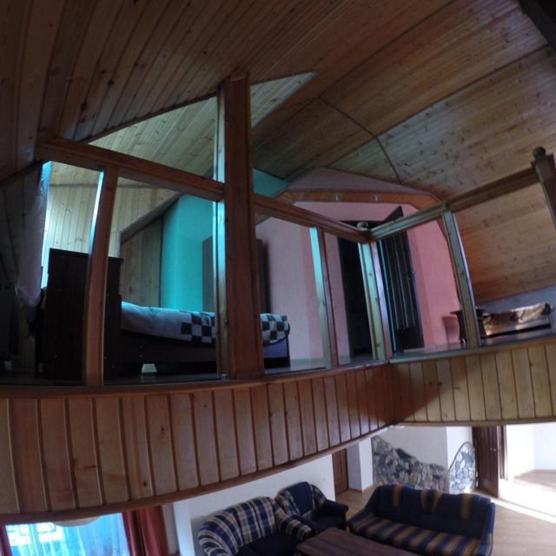 """Гостиница """"Гоначхир"""" Карачаево-Черкесская Республика Молодежный номер 2-х этажный, 2-х комнатный с камином, фото 1"""