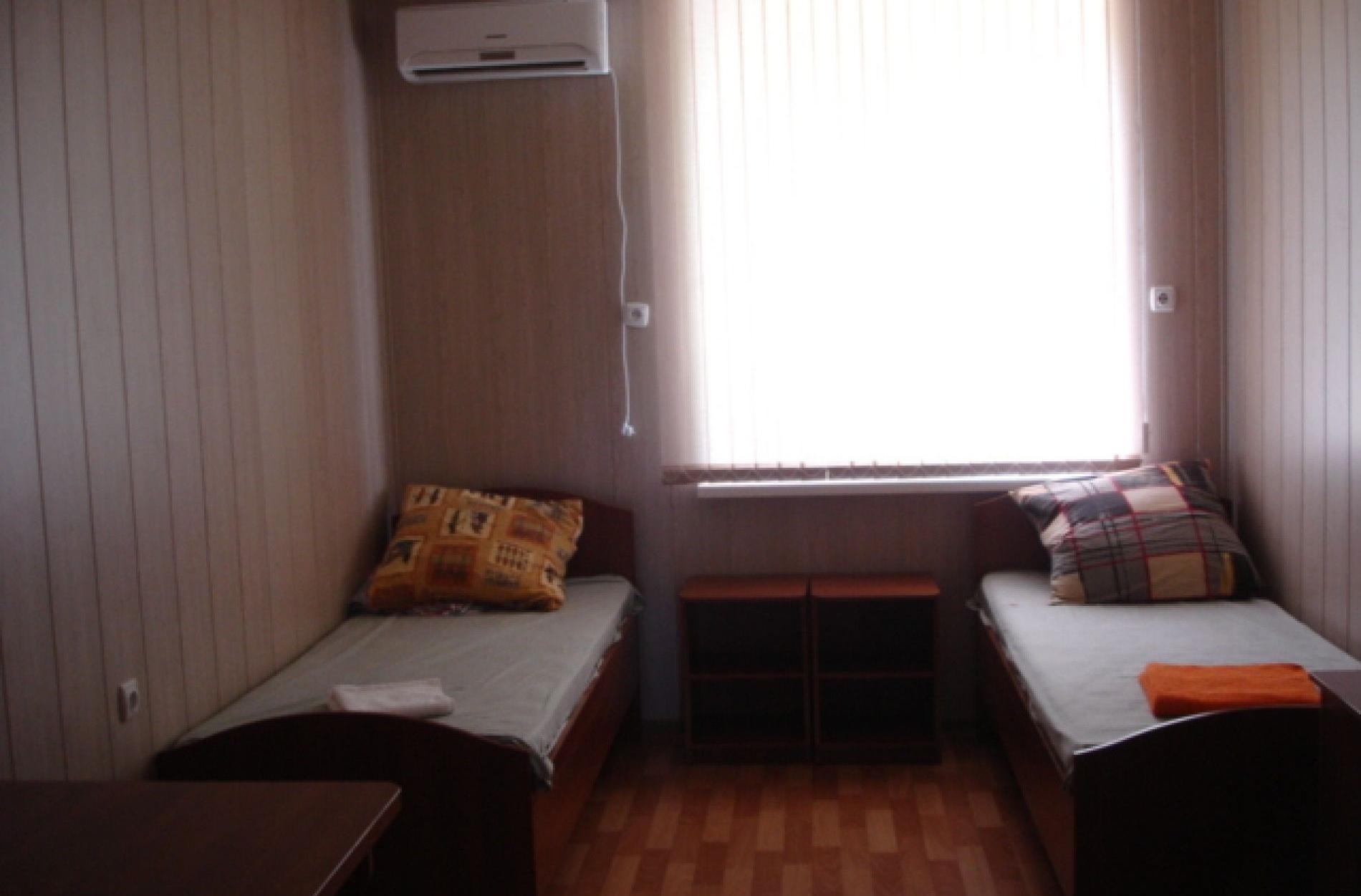 """База отдыха """"Юный каспиец"""" Астраханская область 4-местный номер эконом-класса, фото 1"""