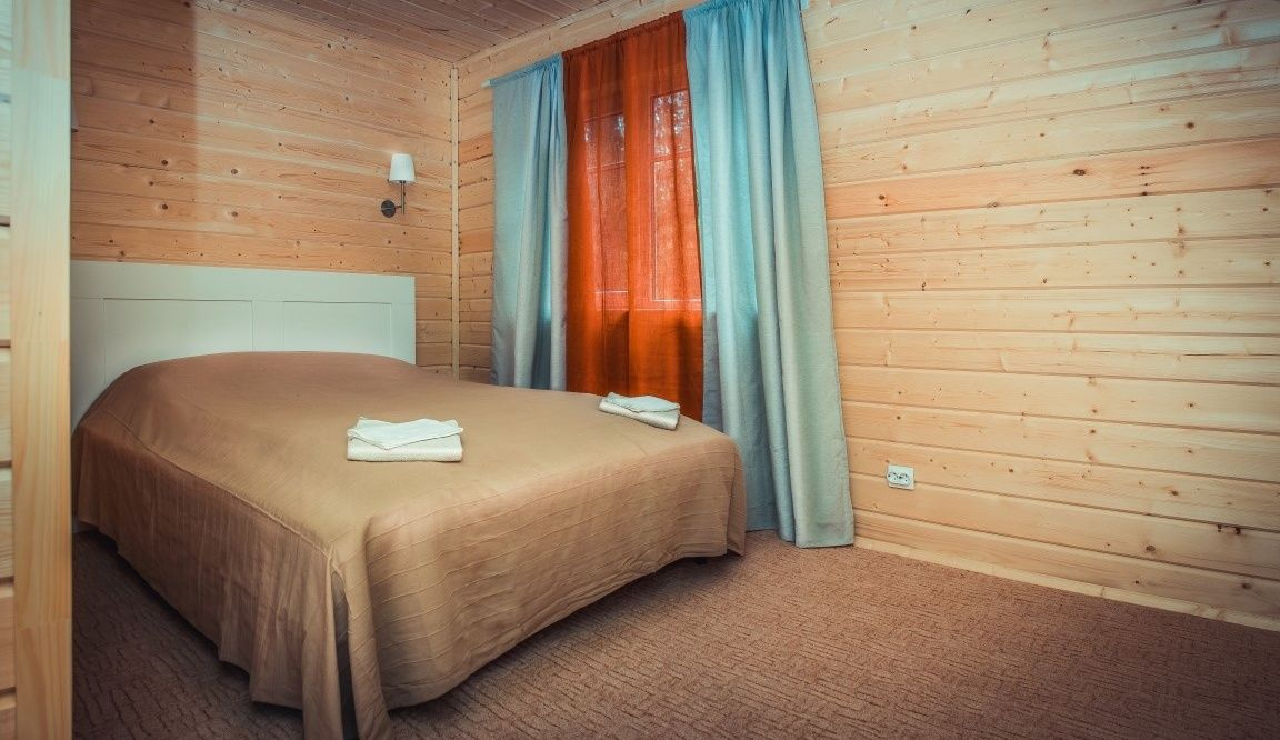 """База отдыха """"Чародейка"""" Новгородская область Люкс в гостинице, фото 1"""