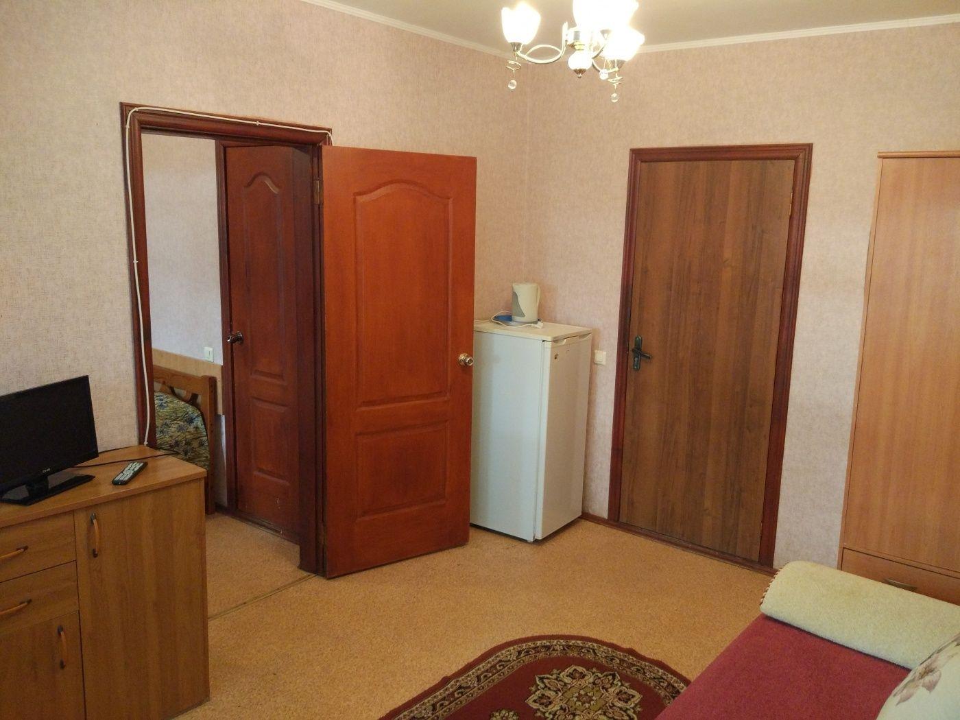 Турбаза «Домостроитель» Саратовская область 2-комнатный номер «люкс» с удобствами (корпус № 1), фото 4