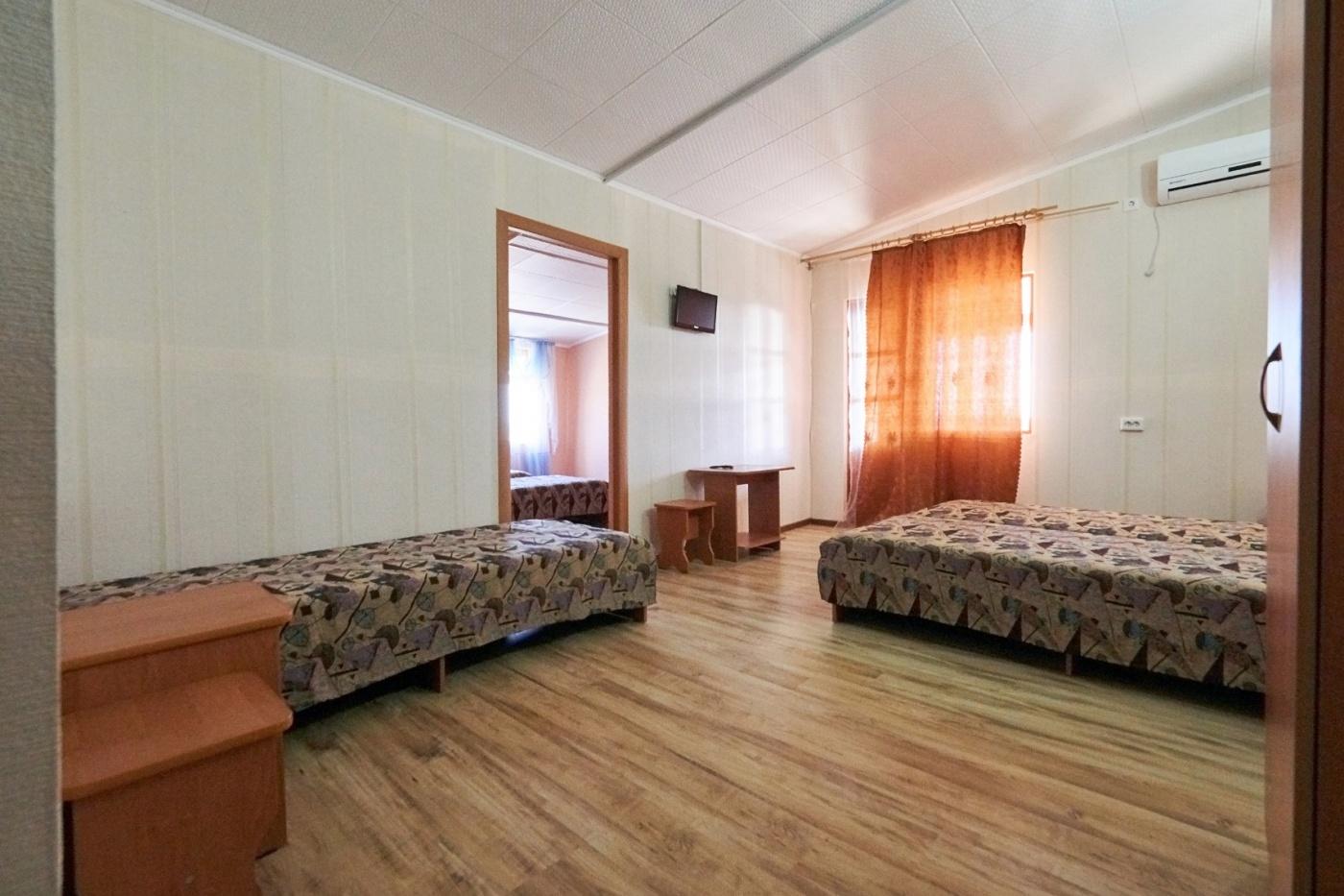 База отдыха «Ока» Краснодарский край Корпус А: 2-комнатный 5-местный номер (2х+3х) с большим балконом, фото 2