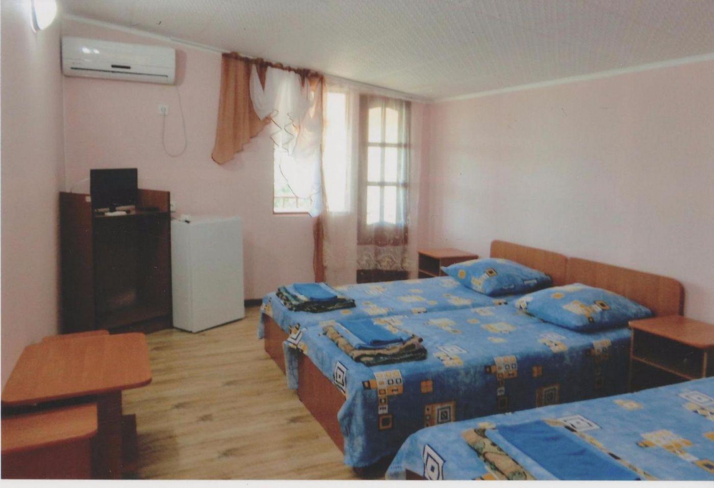 База отдыха «Ока» Краснодарский край 3-местный номер (корпус № А, 7), фото 1