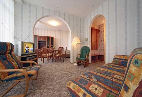 Санаторий «Кубань» Краснодарский край 2-местный номер 1 категории 3-комнатный (семейный), фото 1
