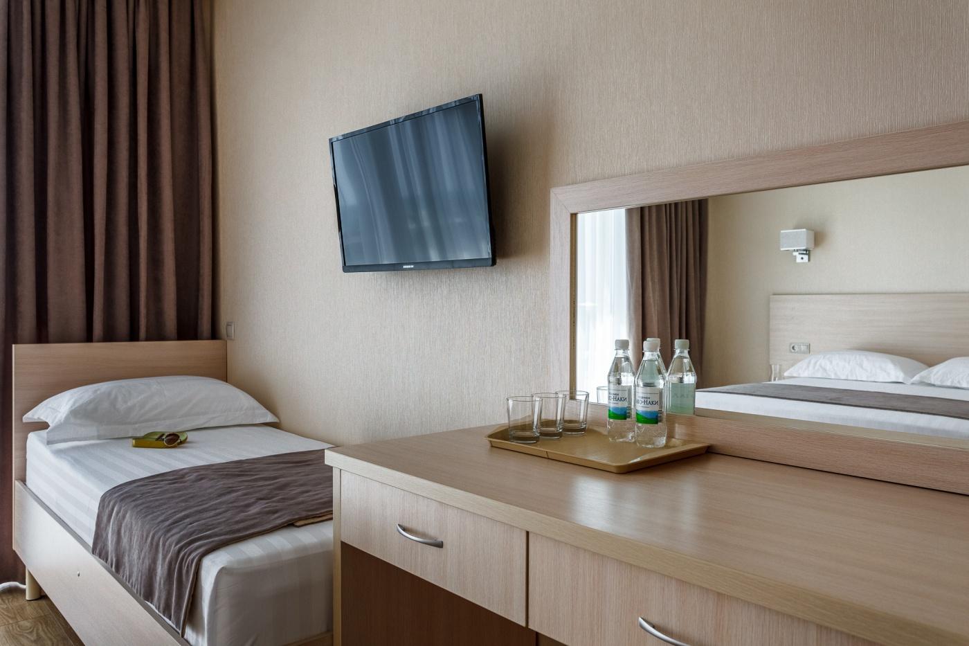 Отель «ДельМарИнн» Краснодарский край 3-местный номер, фото 4