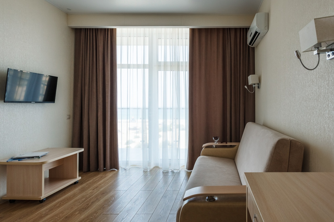 Отель «ДельМарИнн» Краснодарский край Люкс 2-комнатный , фото 4