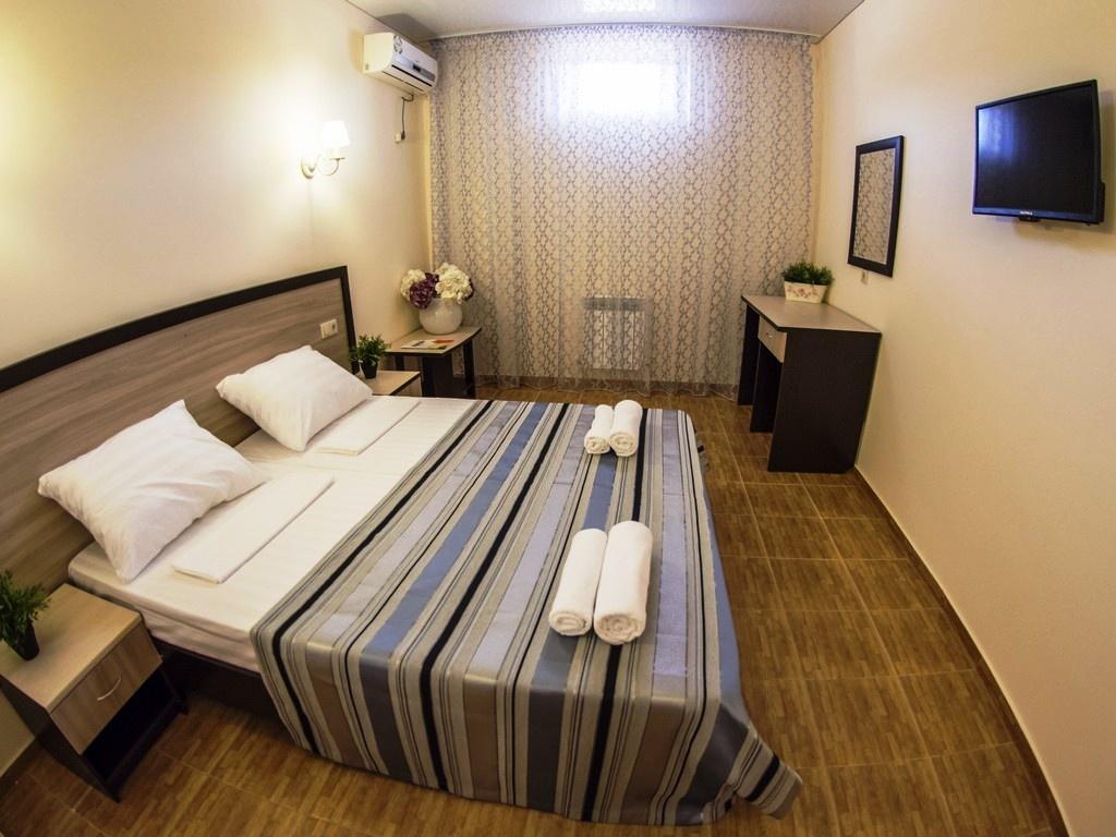 Семейный отель «Акварель» Краснодарский край Эконом 2-х местный (цоколь), фото 2