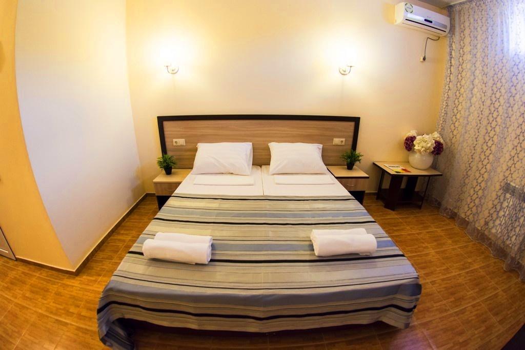 Семейный отель «Акварель» Краснодарский край Эконом 2-х местный (цоколь), фото 4