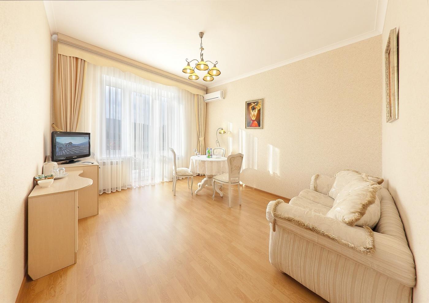 Отель «Бонжур» Краснодарский край Люкс 2-комнатный , фото 2