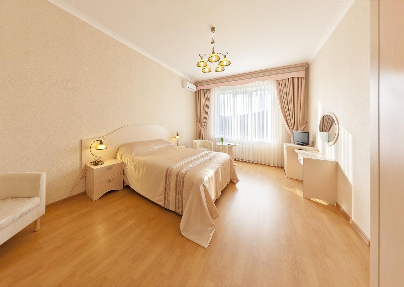 Отель «Бонжур» Краснодарский край Люкс 2-комнатный , фото 1