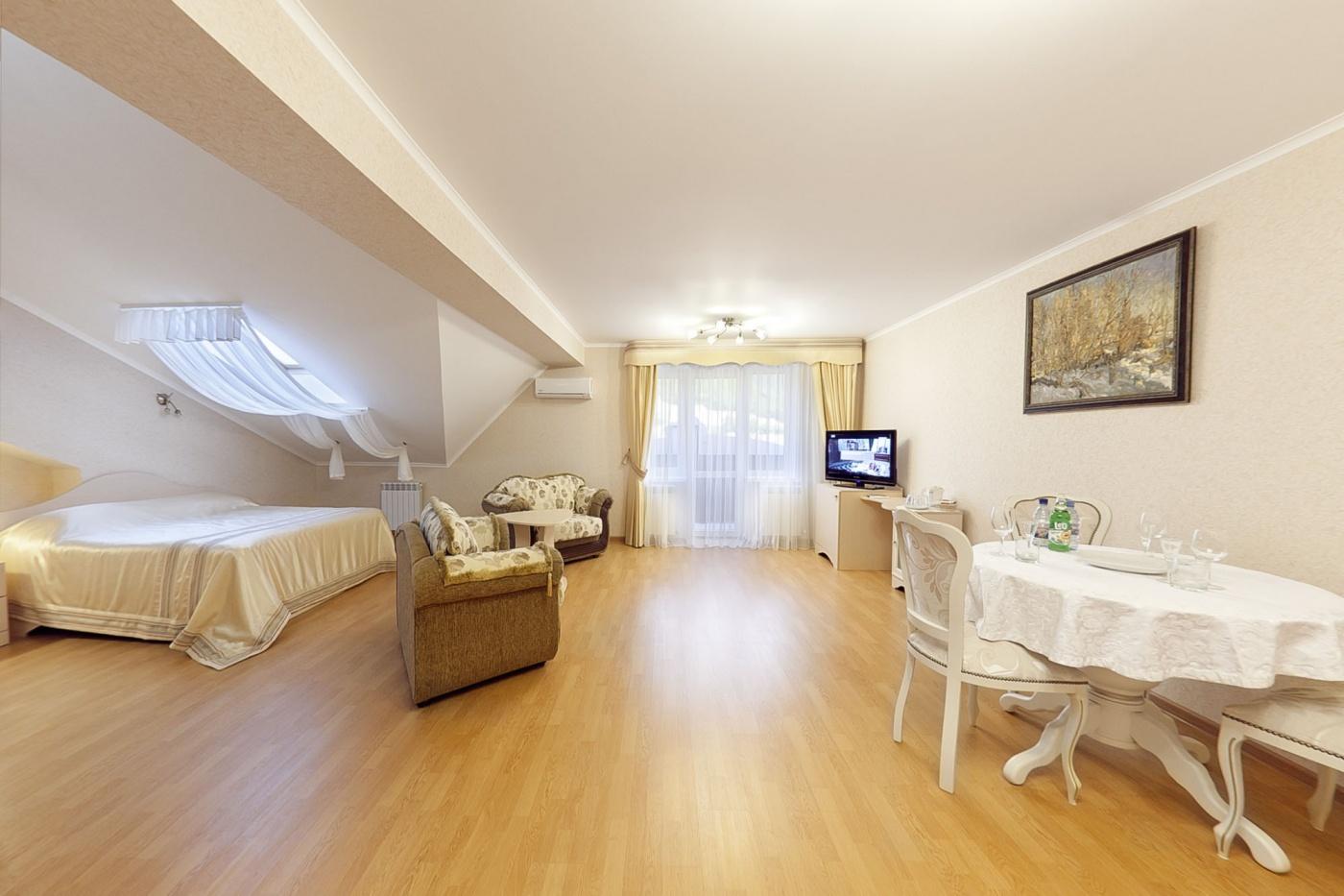 Отель «Бонжур» Краснодарский край Студия большая 3-местная, фото 1
