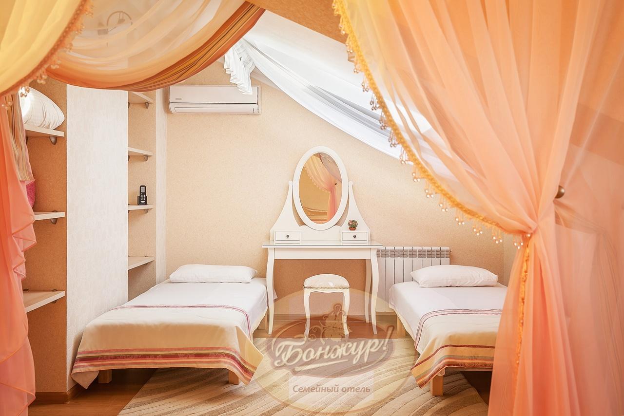 Отель «Бонжур» Краснодарский край Студия Семейная 4-местная, фото 4