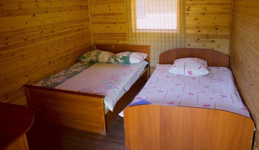 База отдыха «Чистые Пруды» Псковская область Домик «Эконом», фото 2