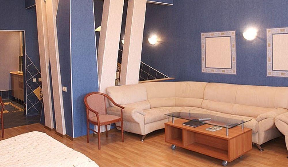 """База отдыха """"Бегущая по волнам"""" Республика Хакасия 3-местный люкс с балконом, фото 1"""