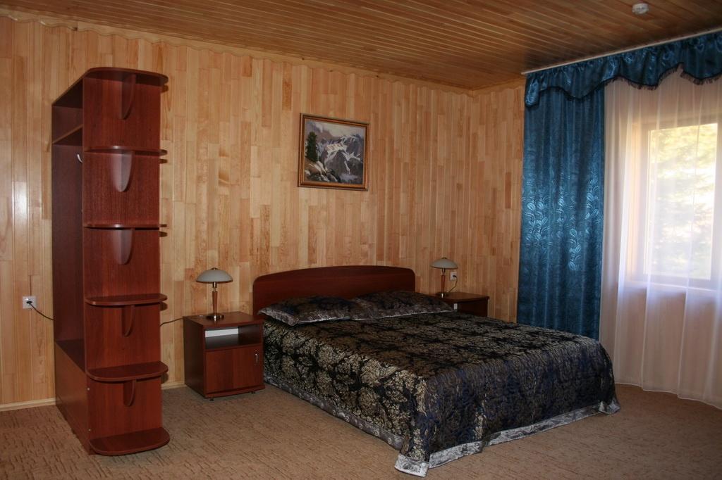 """База отдыха """"Медвежья гора"""" Республика Алтай 2-х местные гостиничные номера, фото 4"""