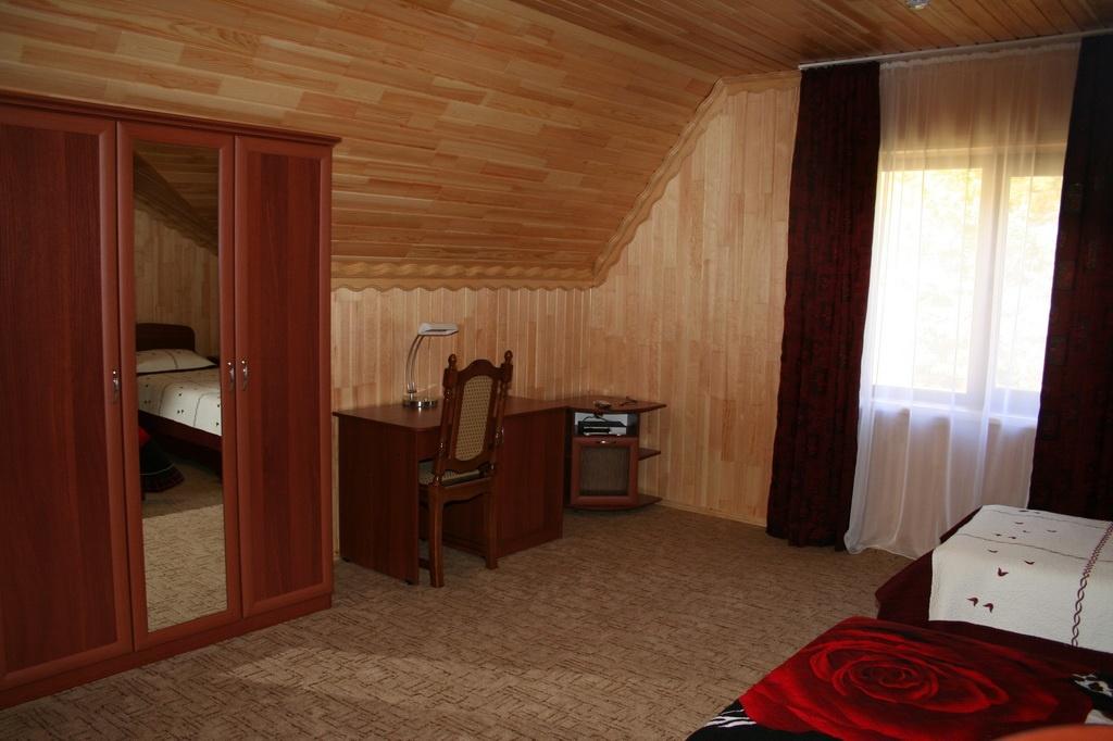 """База отдыха """"Медвежья гора"""" Республика Алтай 3-х местный гостиничный номер , фото 2"""