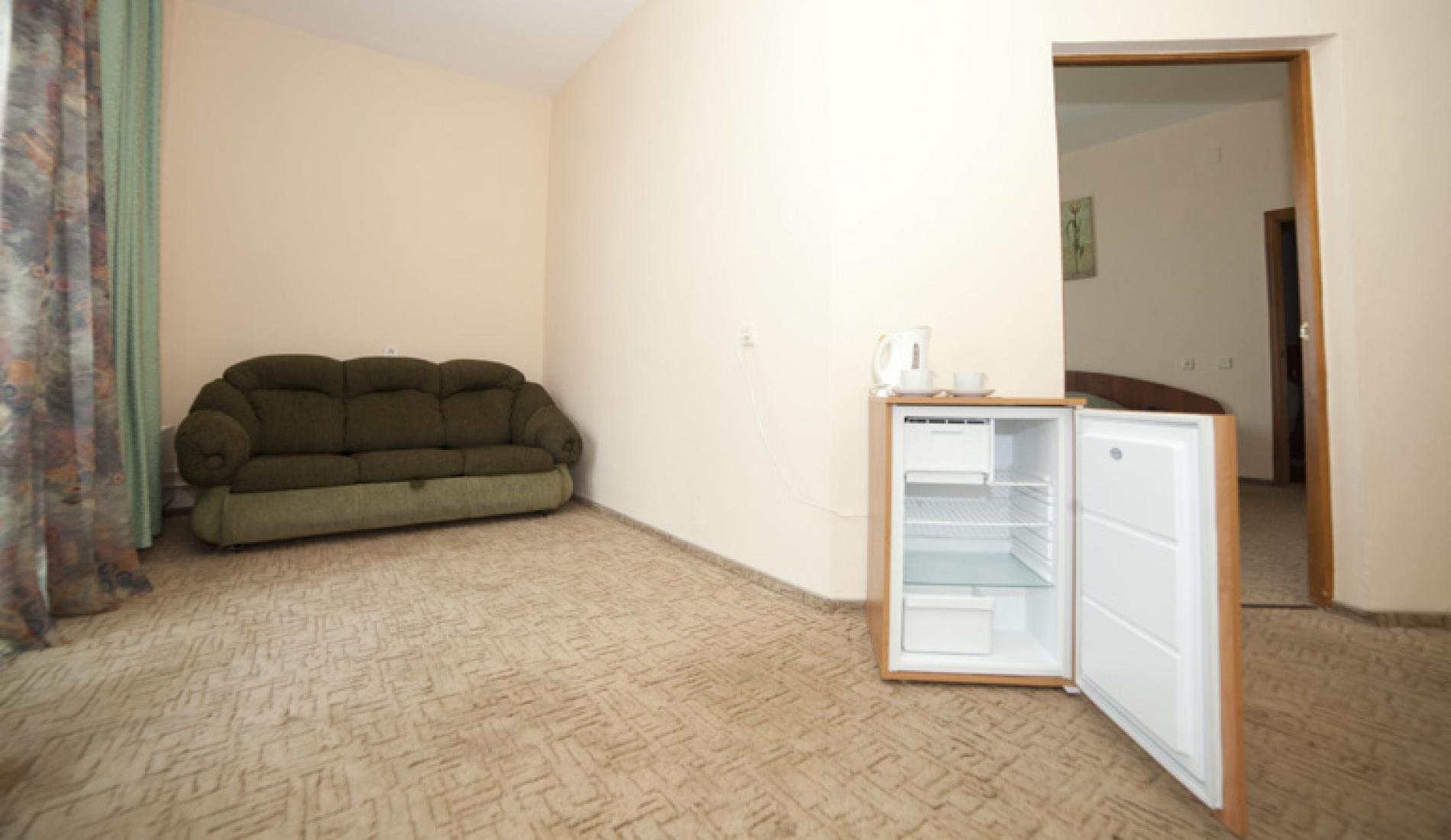 База отдыха «Улыбка» Белгородская область Номер «Люкс 2-комнатный с джакузи» в коттедже, фото 3