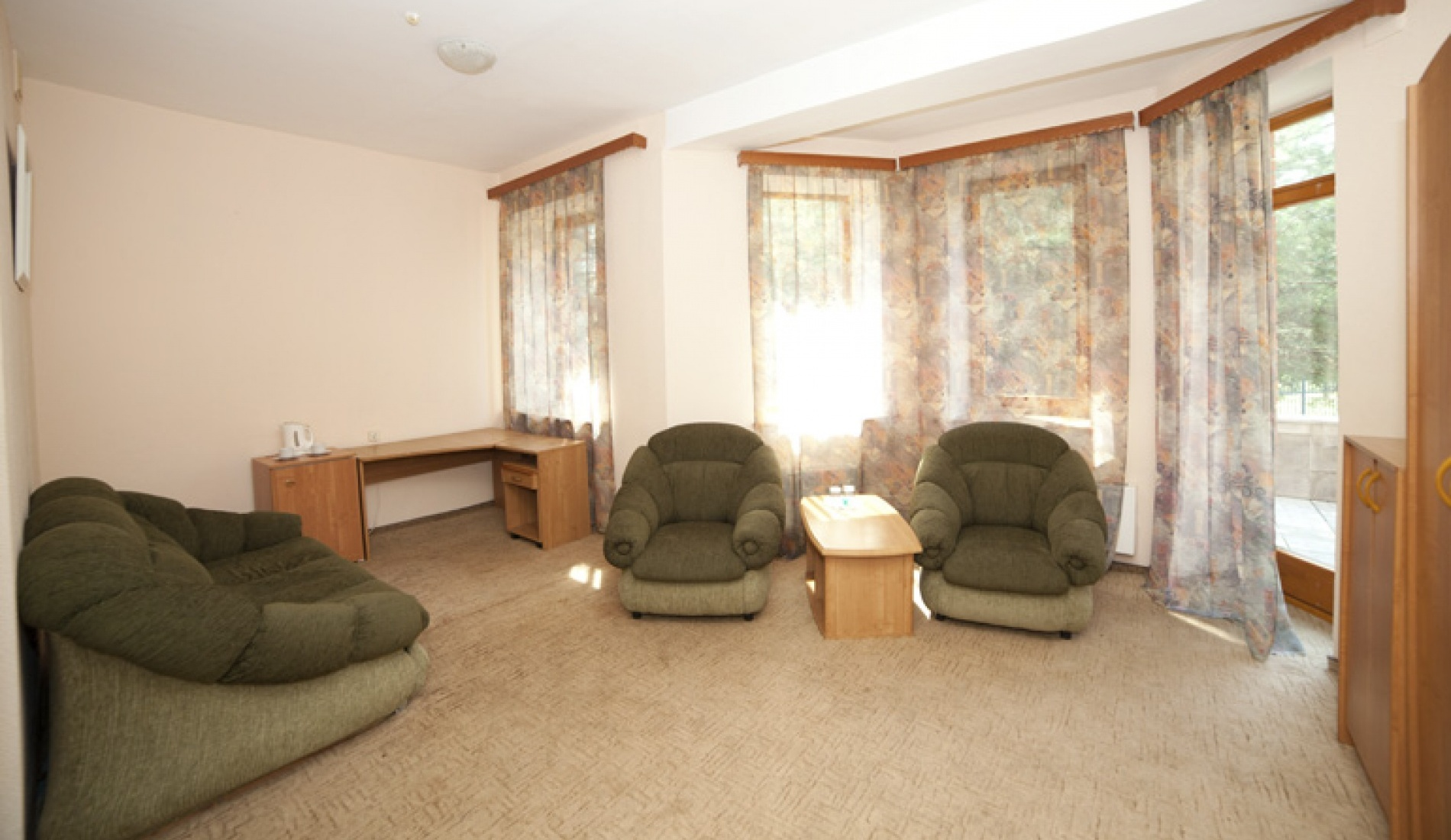 База отдыха «Улыбка» Белгородская область Номер «Люкс 2-комнатный с джакузи» в коттедже, фото 4