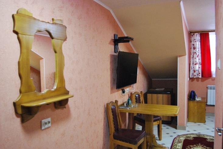 Мотель «Покровский медведь» Владимирская область Номер «Люкс» 3-местный № 7, 8, 9, 10 комплекс № 3 , фото 5