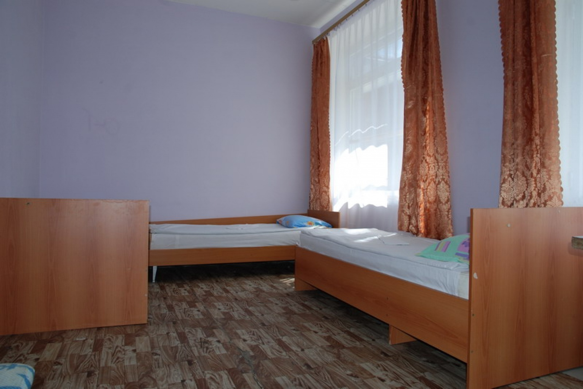 """База отдыха """"Бажовия"""" Свердловская область 4-5 комнатные номера (экономкласса). Основной корпус, фото 2"""