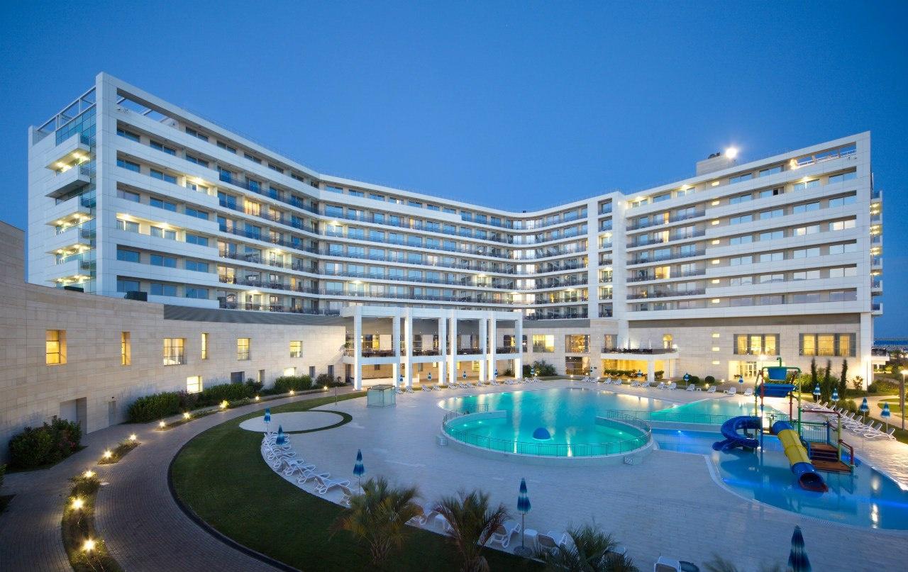 Почувствуйте себя знаменитостью благодаря великолепному сервису в Radisson Blu Resort & Congress Centre 5*