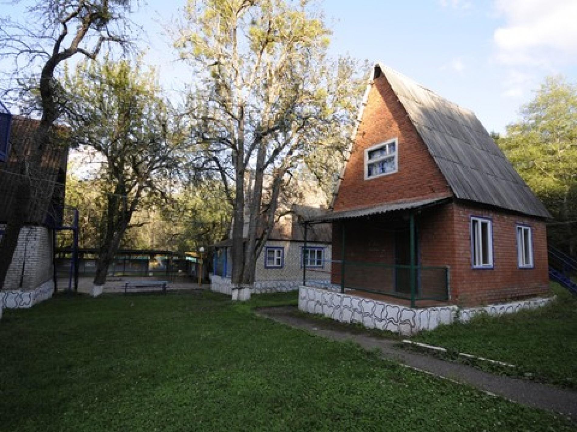 """База отдыха """"Зубренок"""" Республика Адыгея 2-х этажный кирпичный домик (на 6 человек), фото 1"""