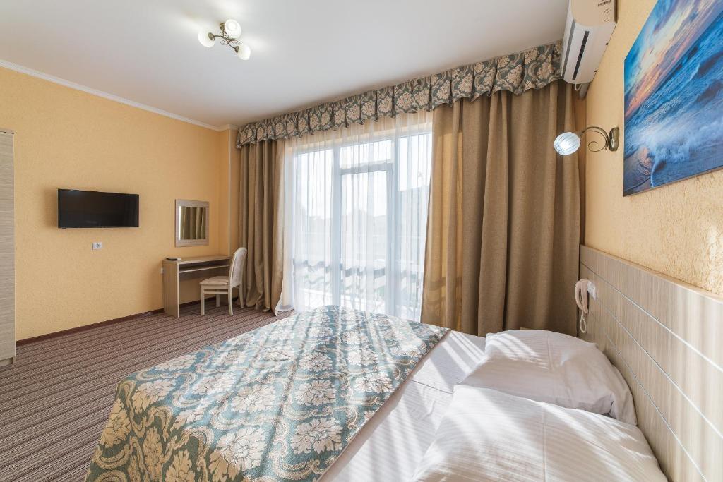 Парк-отель «Лазурный берег» Краснодарский край Люкс Улучшенный 2-комнатный , фото 6