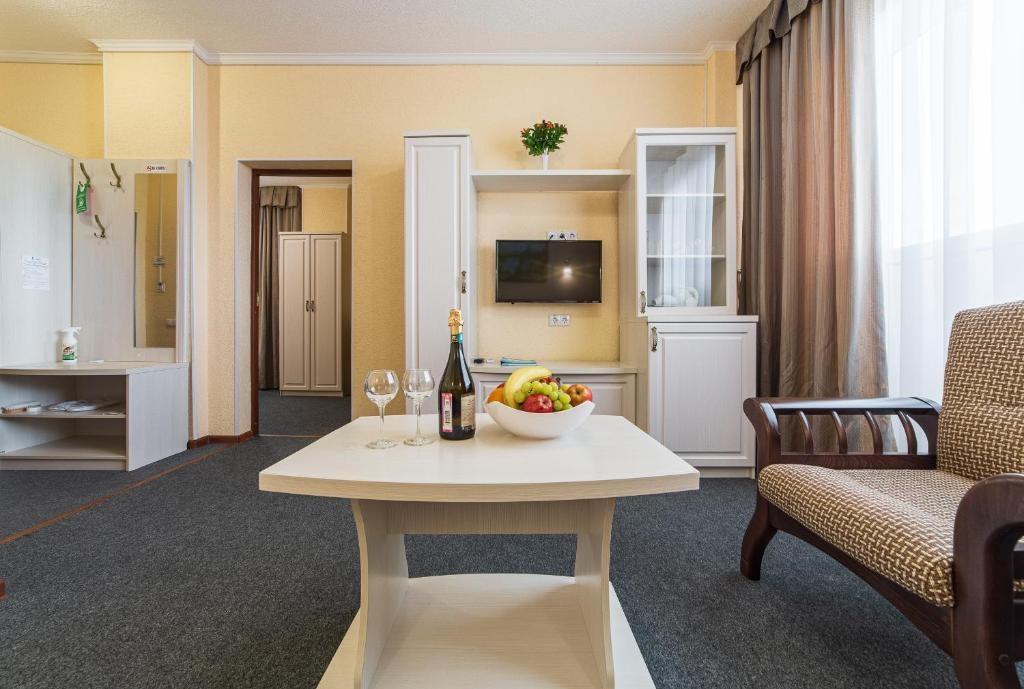 Парк-отель «Лазурный берег» Краснодарский край Люкс 2-комнатный , фото 2
