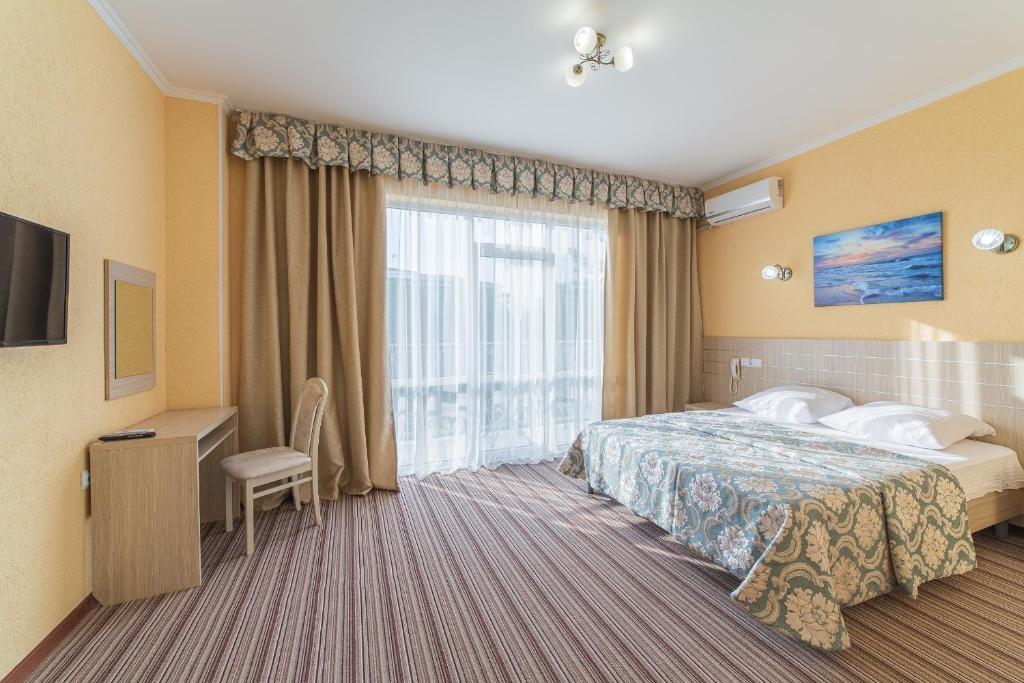 Парк-отель «Лазурный берег» Краснодарский край Люкс Улучшенный 2-комнатный , фото 4