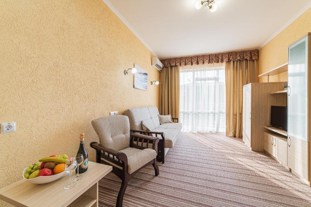 Парк-отель «Лазурный берег» Краснодарский край Люкс Улучшенный 2-комнатный , фото 3