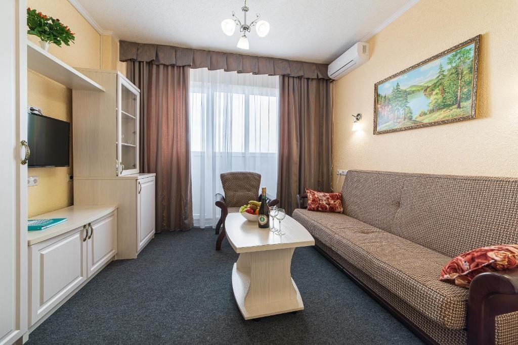 Парк-отель «Лазурный берег» Краснодарский край Люкс 2-комнатный , фото 6