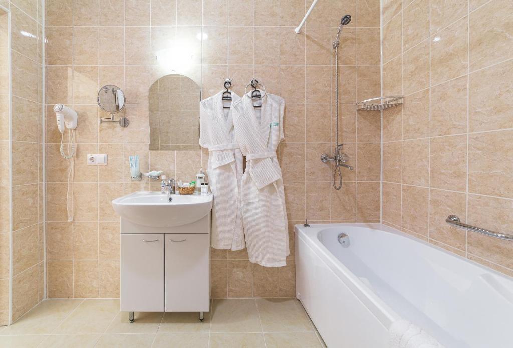 Парк-отель «Лазурный берег» Краснодарский край Люкс Улучшенный 2-комнатный , фото 8