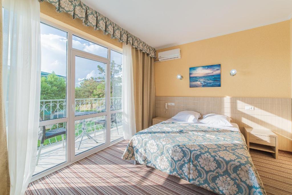 Парк-отель «Лазурный берег» Краснодарский край Люкс Улучшенный 2-комнатный , фото 1